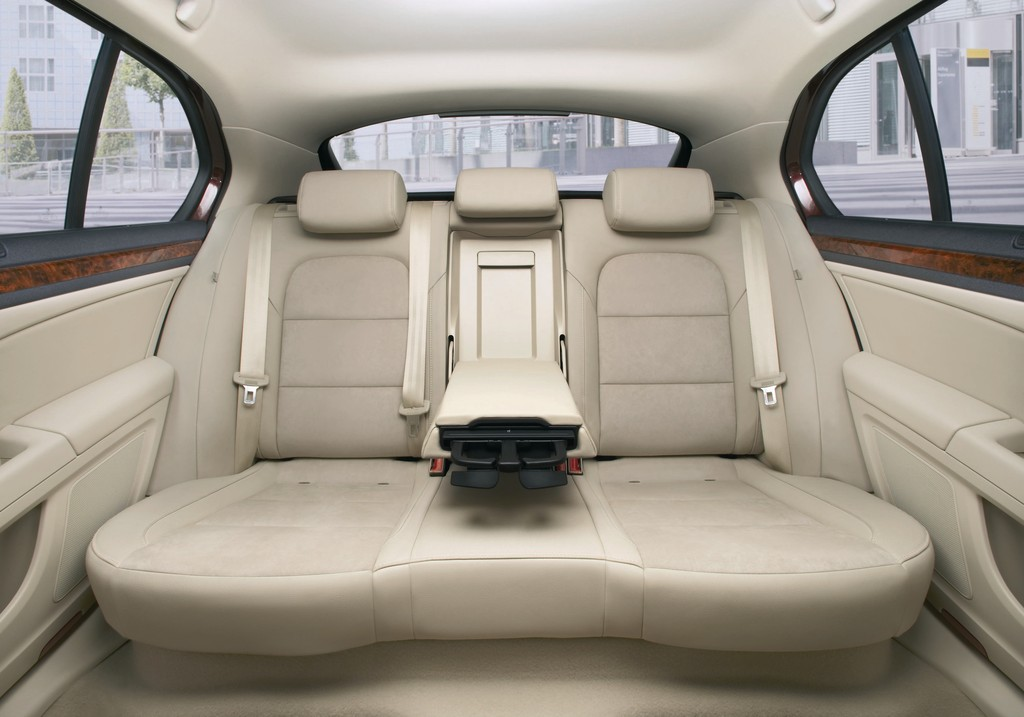 Spacious & Luxurious Skoda Superb